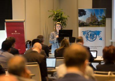 Ana Morera dirigiendo unas palabras de bienvenida a los participantes del congreso
